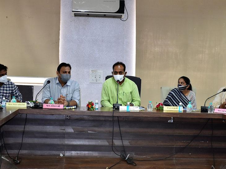 આયોજન અધિકારી, સાસંદ અને ધારાસભ્ય સહિતના ઉપસ્થિત રહ્યાં. - Divya Bhaskar