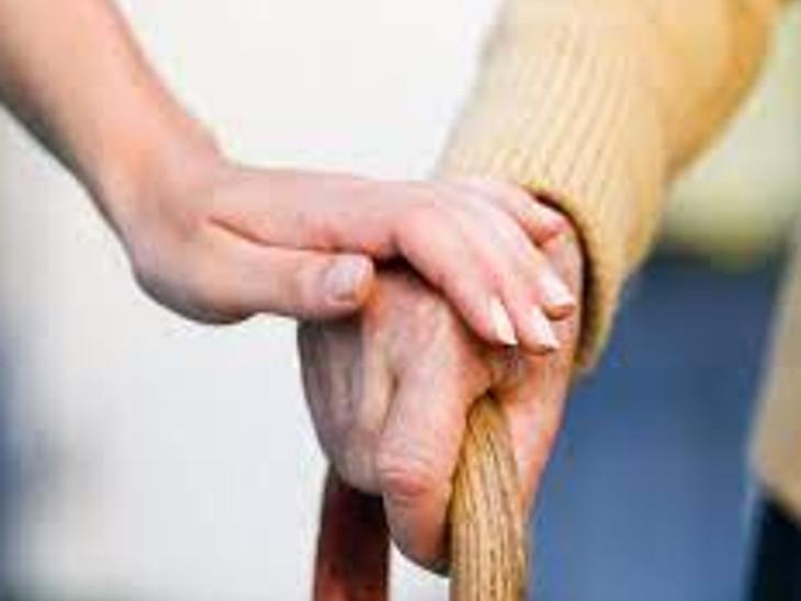 વૃદ્ધોને પ્રેમ અને હૂંફની જરૂર.