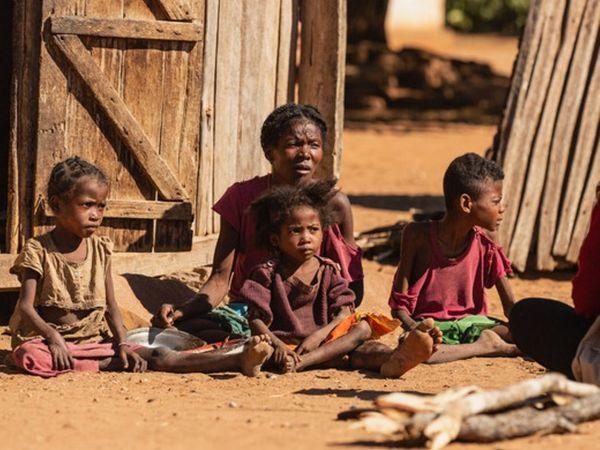 અહીં લોકો ખૂબ જ ગરીબ છે અને ભૂખમરાનો સામનો કરી રહ્યા છે