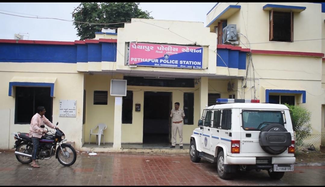 પેથાપુરમાં જમીનની તકરારમાં ફેક્ટરી માલિકનાં પેટમાં છરી મારી, પિતા પુત્ર અને બે દીકરીઓએ હુમલો કરતાં પોલીસ ફરિયાદ|ગાંધીનગર,Gandhinagar - Divya Bhaskar