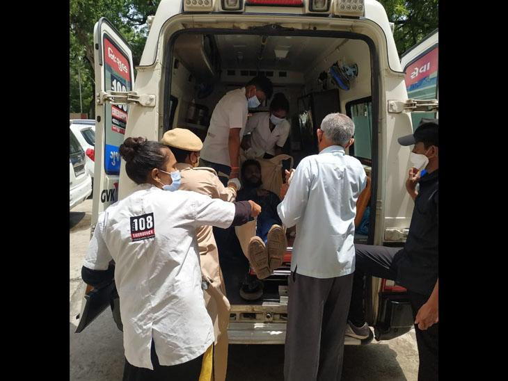 પંચમહાલ કલેકટર કચેરીમાં માનસિક અસ્થિર યુવકની ધમાચકડીકરતાં પોલીસ ઘટનાસ્થળે દોડી આવી હતી - Divya Bhaskar