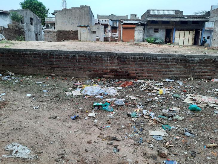 તેજગઢ સબસેન્ટર બનાવા માટેનુ સ્થળ. - Divya Bhaskar