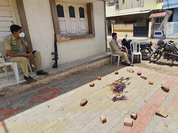 બનાવના સ્થળે પોલીસનો ચાંપતો બંદોબસ્ત - Divya Bhaskar