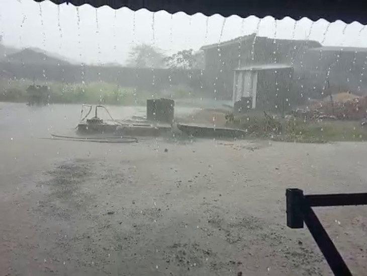 છેલ્લા 24 કલાકમાં રાજ્યના 32 તાલુકામાં મેઘમહેર, સૌથી વધુ વલસાડના કપરાડામાં 1 ઈંચ વરસાદ, આગામી પાંચ દિવસ ભારે વરસાદની આગાહી|અમદાવાદ,Ahmedabad - Divya Bhaskar