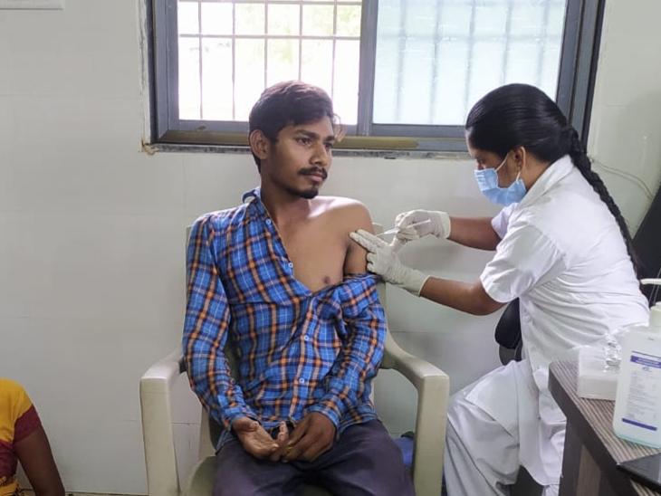 છોટાઉદેપુર જિલ્લામાં રસીકરણ પ્રક્રિયાને વેગવંતી બનાવવા માટે કલેકટર સ્તુતિ ચારણ દ્વારાકરવામાં આવી રહેલા પ્રયાસ. - Divya Bhaskar