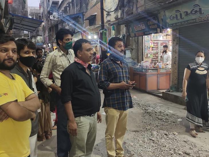 જૂનાગઢ શહેરમાં માંગનાથ રોડ તોડતાં વેપારીઓએ કર્યો વિરોધ જુનાગઢ,Junagadh - Divya Bhaskar