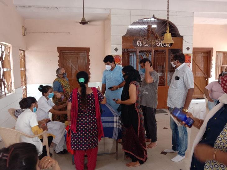 10 સેન્ટરો પર 3848 લોકોએ વેક્સિન લીધી|ગાંધીધામ,Gandhidham - Divya Bhaskar