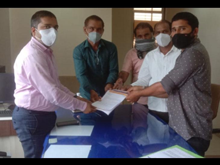 ગૌ હત્યા રોકવા અને ગૌરક્ષણ માટે મોડાસામાં કલેક્ટર કચેરી ખાતે આવેદન આપવામાં આવ્યું હતું - Divya Bhaskar