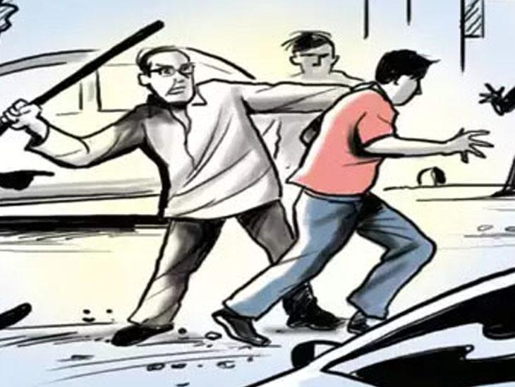 પાર્લે પોઇન્ટ પર 54 વર્ષના આધેડે બે પોલીસકર્મી પર પાઇપથી હુમલો કર્યો|સુરત,Surat - Divya Bhaskar