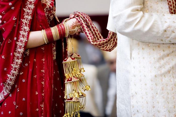 દુલ્હનને વરરાજાનો દેખાવ ના ગમતા છ ફેરાં ફર્યા પછી કહ્યું,'હું લગ્ન નહીં કરું', મિત્રો અને મહેમાનોએ સમજાવ્યા છતાં દુલ્હન ટસની મસ ના થઈ|લાઇફસ્ટાઇલ,Lifestyle - Divya Bhaskar