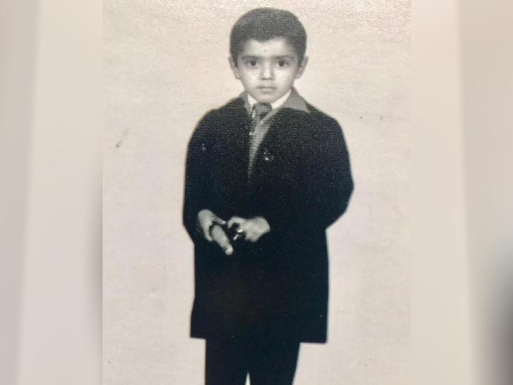 તસવીર એ સમયની છે જ્યારે રાકેશ વાલિયા માત્ર 6 વર્ષના હતા. એ દરમિયાન એક માર્ગ અકસ્માતમાં તેમના માતાપિતાનું મોત થયું હતું.