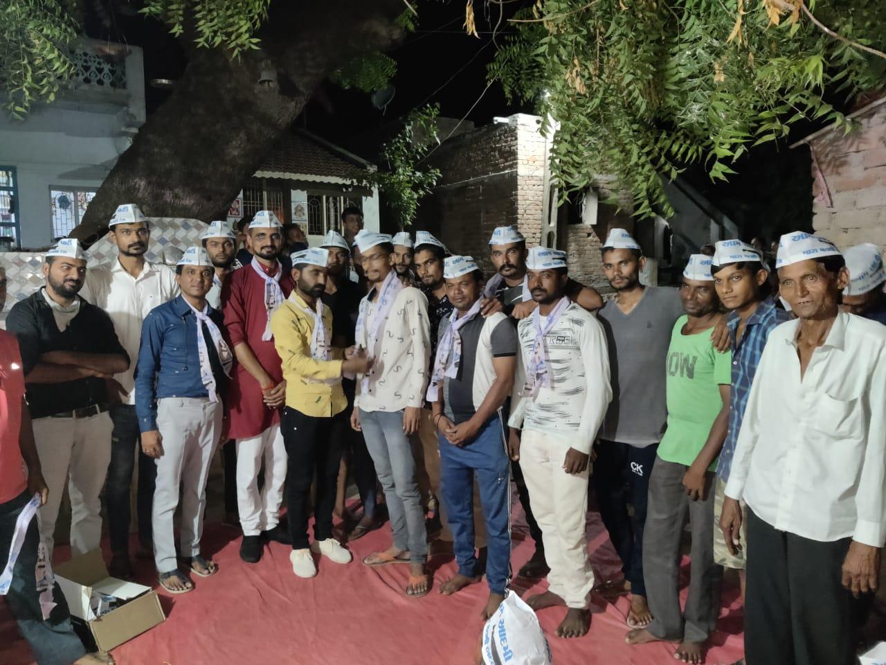 હળવદના મયુરનગરમાં ભાજપ-કોગ્રસ છોડી આપમાં 50 લોકો જોડાયા - Divya Bhaskar