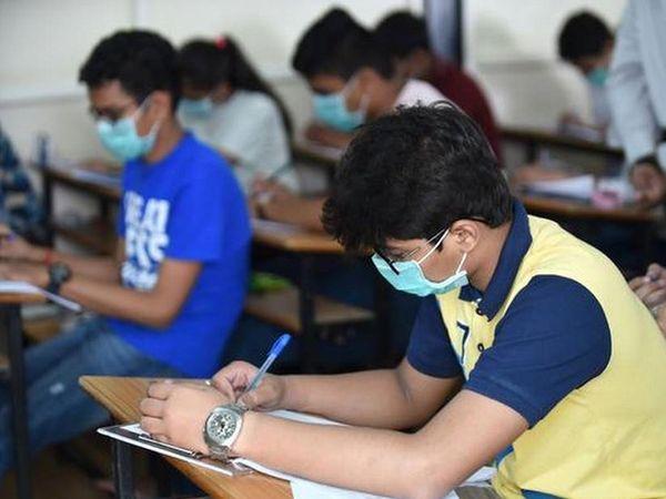 પરીક્ષા આપી રહેલા વિદ્યાર્થી� - Divya Bhaskar