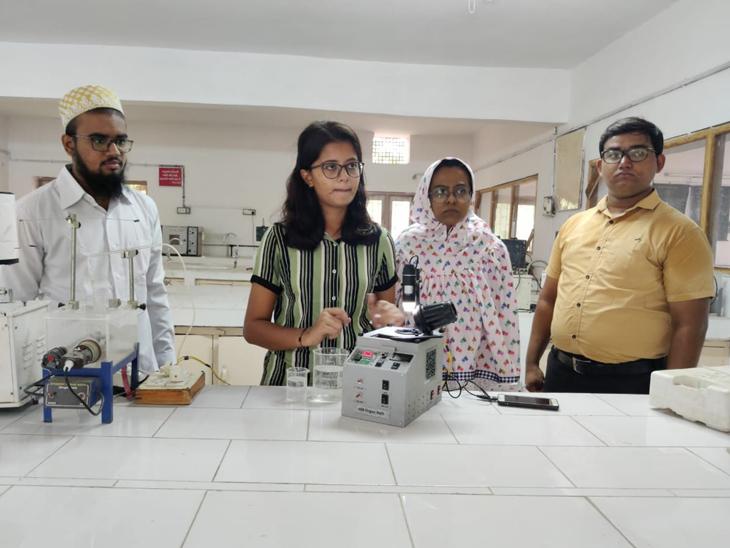 રામપુરા ફાર્મસી કોલેજના વિધાર્થીઓએ બે વર્ષની મહેનત બાદ ડ્રગ પરીક્ષણ માટે  અલગ પ્રકારનું મશીન બનાવ્યું હતું. - Divya Bhaskar