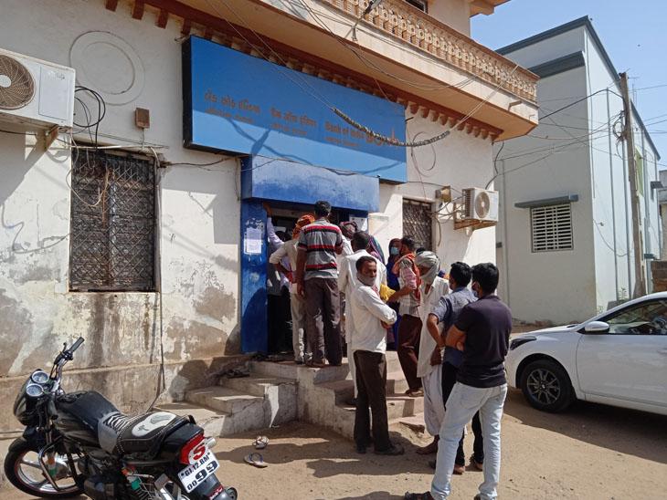પાવરપટ્ટીમાં અપૂરતી બેન્કિંગ સુવિધાથી લોકોને પડતી હાલાકી ભુજ,Bhuj - Divya Bhaskar