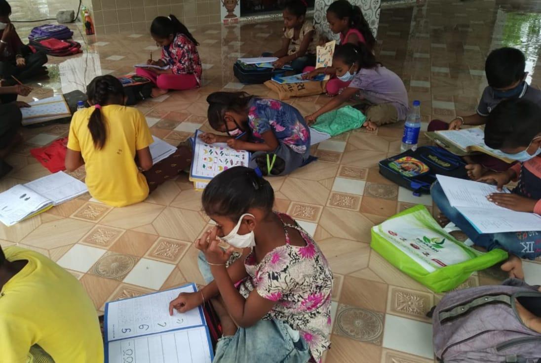 શેરી કે ફળિયા શાળાઓ છેલ્લા એકાદ અઠવાડિયાથી ચાલુ છે