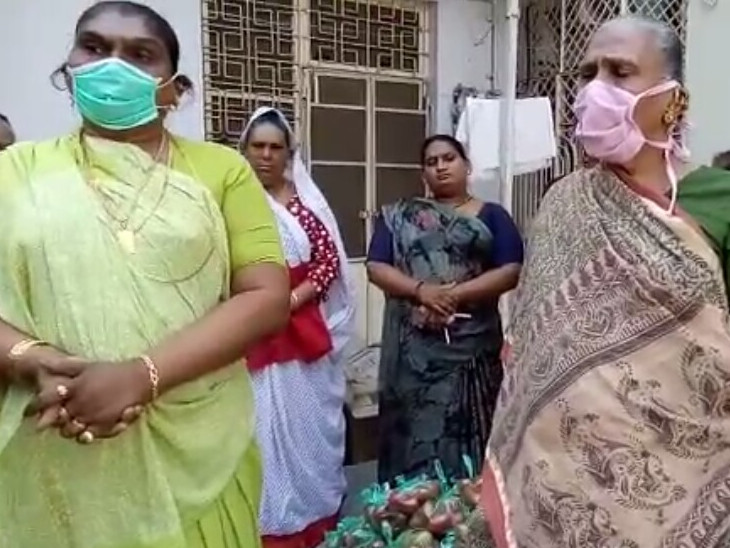 વડોદરામાં વ્યંઢળ સમાજના સુકાની અંજુ માસીએ રસીકરણ અભિયાન અને સેવામાં મહત્વની ભૂમિકા ભજવી, નાયબ મુખ્યમંત્રીએ કોરોના યોદ્ધા તરીકે બિરદાવ્યા|વડોદરા,Vadodara - Divya Bhaskar