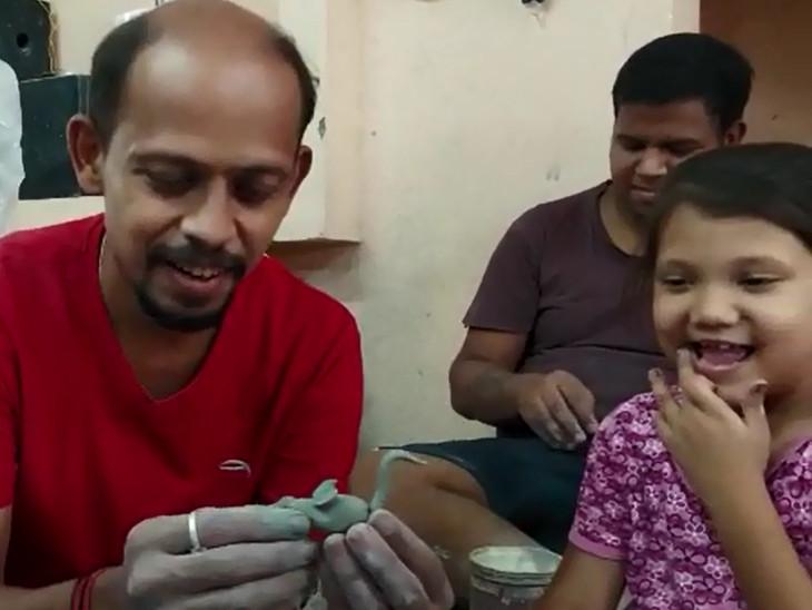 મૂર્તિકાર 40 બાળકો-યુવાનોને ગણપતિની મૂર્તિ બનાવતા શિખવે છે
