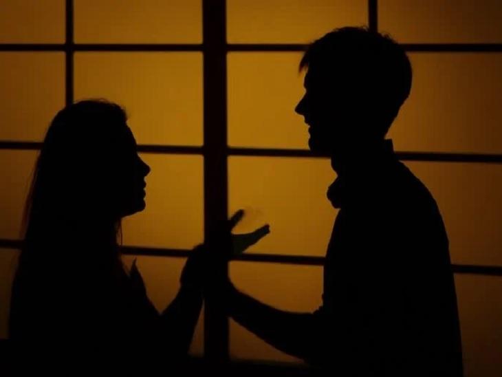 અમદાવાદમાં પલંગમાં સાથે સુતેલી પત્ની રાત્રે પ્રેમીના ઘરે પહોંચી ગઈ, પતિ લેવા ગયો તો પ્રેમીએ 'તારી પત્ની નહીં મળે' કહી છરો ખોસી દીધો|અમદાવાદ,Ahmedabad - Divya Bhaskar