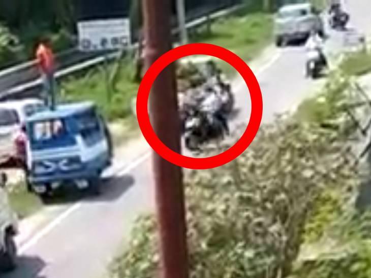 દીવાલ કૂદી દીપડો બાઈકચાલકને ચોંટી ગયો, રેસ્ક્યૂ સમયે અચાનક હુમલો કર્યો, જુઓ વીડિયો|ઈન્ડિયા,National - Divya Bhaskar