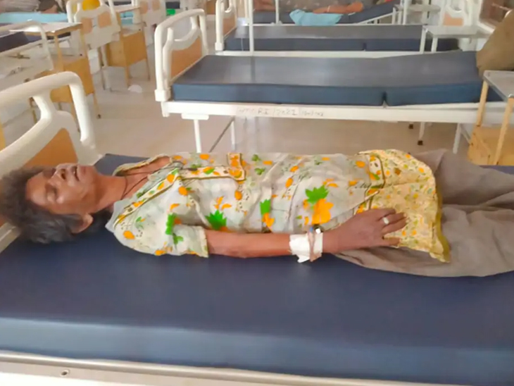 ડીસાના વૃદ્ધાએ સિવિલમાં અંતિમ શ્વાસ લીધા, લોહી ચઢાવવા છતાં રિકવરી ન આવી, પરિવાર મૃતદેહ નહીં સ્વીકારે તો પાલિકા અંતિમસંસ્કાર કરશે પાલનપુર,Palanpur - Divya Bhaskar