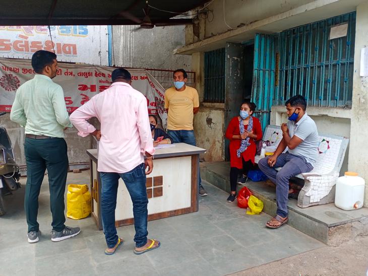 પાટણના બગવાડા દરવાજા ખાતે સ્પોટ વેક્સિન કેન્દ્રમાં લોકોએ વેક્સિન લીધી - Divya Bhaskar