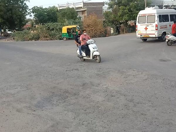 વઢવાણ શહેરની ગણપતિ ફાટકવાળો રસ્તો બિસમાર બનતા લોકોને મુશ્કેલી પડે છે - Divya Bhaskar