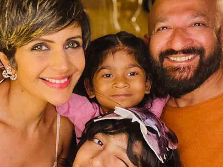 મંદિરા બેદીના પતિએ રવિવારે મિત્રો સાથે પાર્ટી કરી હતી, બે મહિના પહેલાં કહ્યું હતું- કાલ કોણે જોઈ છે, આજે જ જીવન જીવી લો|બોલિવૂડ,Bollywood - Divya Bhaskar