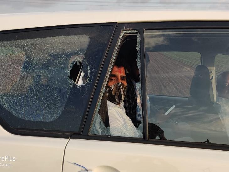 વિસાવદરમાં પોલીસ બંદોબસ્ત વચ્ચે આપના ઈસુદાન ગઢવી અને મહેશ સવાણી પર હુમલો, કેજરીવાલે કહ્યું ગુજરાતમાં કોઈ સુરક્ષિત નથી|જુનાગઢ,Junagadh - Divya Bhaskar