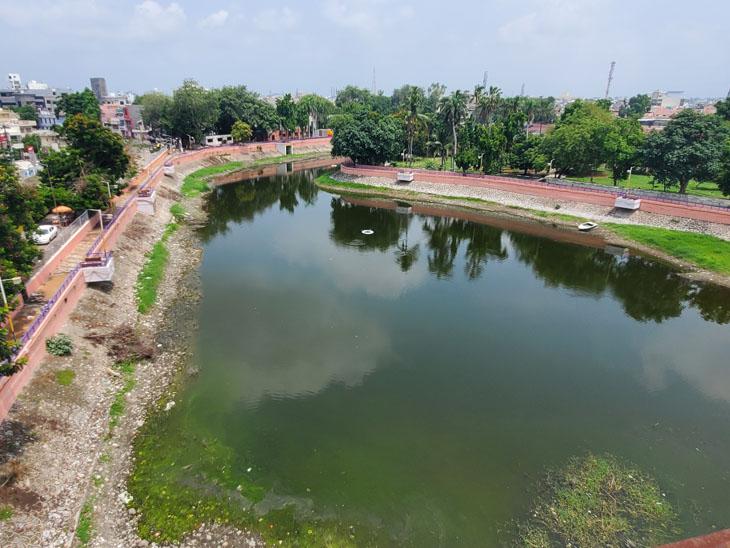 નડિયાદ શહેરમાં ચોમાસામાં સરેરાશ 8 ઈંચ જેટસો વરસાદ વરસતા ખેતા તળાવમાં નવા નિરની આવક થઈ છે. - Divya Bhaskar