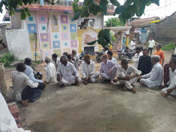 ખેડૂતોએ એકઠા થઇ રોષ ઠાલવ્યો હતો. - Divya Bhaskar