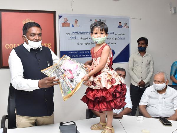 બાળકોને યુનિફોર્મ વિતરણ શરૂ - Divya Bhaskar