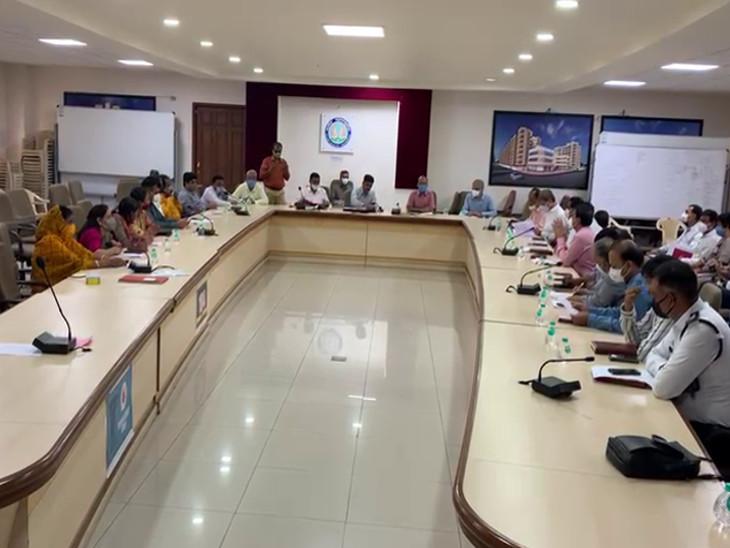 રાજકોટ મનપાની સ્ટે. કમિટીની બેઠકમાં 15માંથી 1 દરખાસ્ત પેન્ડિંગ, પાર્ટી પ્લોટના વિવાદ અંગે રિટેન્ડર કરવા નિર્ણય લેવાયો|રાજકોટ,Rajkot - Divya Bhaskar