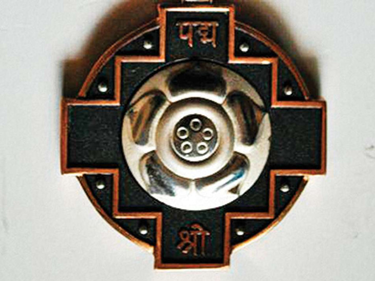 મેઘરજના ગાેઢાની ત્વીષા પદ્મશ્રી એવોર્ડ માટે નોમિનેટ; ઈસરોમાં ઇન્ડિયન સ્પેસ ઓલમ્પિયાડ-2ની પરીક્ષામાં ભારતમાં પ્રથમ નંબર મેળવ્યો હતો મેઘરજ,Meghraj - Divya Bhaskar