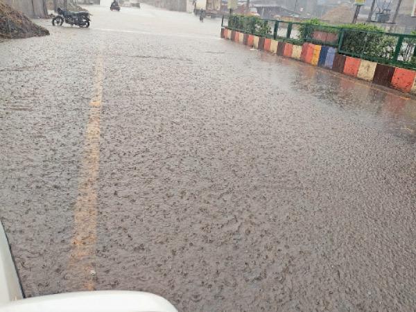 સુરત જિલ્લામાં ગત વર્ષે જૂન માસમાં 6 ઇંચ વરસાદ હતો, આ વખતે 12 ઇંચ બારડોલી,Bardoli - Divya Bhaskar