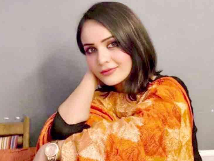 વેબ સિરીઝ 'આશ્રમ' ફૅમ એક્ટ્રેસ પ્રીતિએ જણાવ્યું, 'ડિરેક્ટર મારી ક્લીવેજ ને સાથળ જોવા માગતો હતો'|બોલિવૂડ,Bollywood - Divya Bhaskar