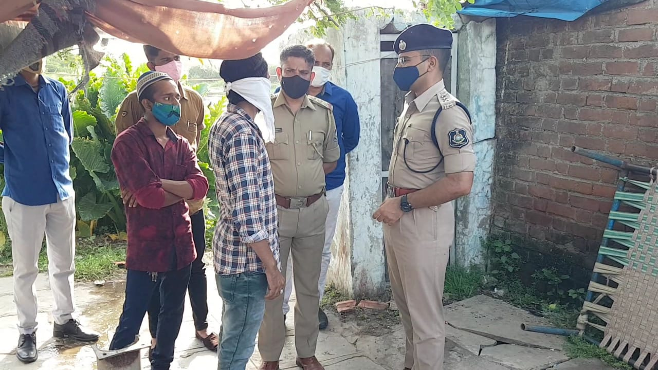 પત્નીની હત્યામાં શકમંદ પતિનો મૃતદેહ ઘર નજીકના તળાવમાંથી મળ્યો|ભરૂચ,Bharuch - Divya Bhaskar