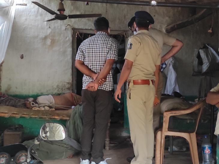 જસદણના દેવપરામાં વૃદ્ધની ખાટલામાં દોરીથી હાથપગ બાંધી, ડૂમો દઇ હત્યા જસદણ,Jasdan - Divya Bhaskar