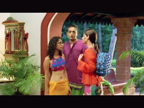 'દિલ ચાહતા હૈ' ફિલ્મમાં કિરણ રાવ(ડાબી બાજુ)
