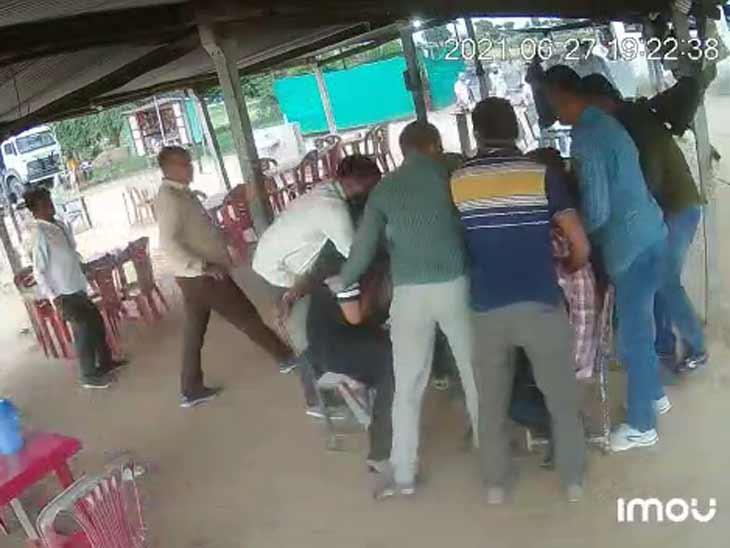 આરોપી સાથેના લોકોને પણ પોલીસે દબોચ્યા હતા