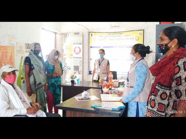 મહિલાનું કાઉન્સિલિંગ કરી પુનઃ સ્થાપન કરાયું હતું. - Divya Bhaskar