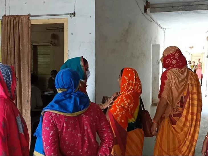 દાંતા આઈસીડીએસ શાખામાંઆંગણવાડી કાર્યકરોના નિવેદન લવાયા. - Divya Bhaskar
