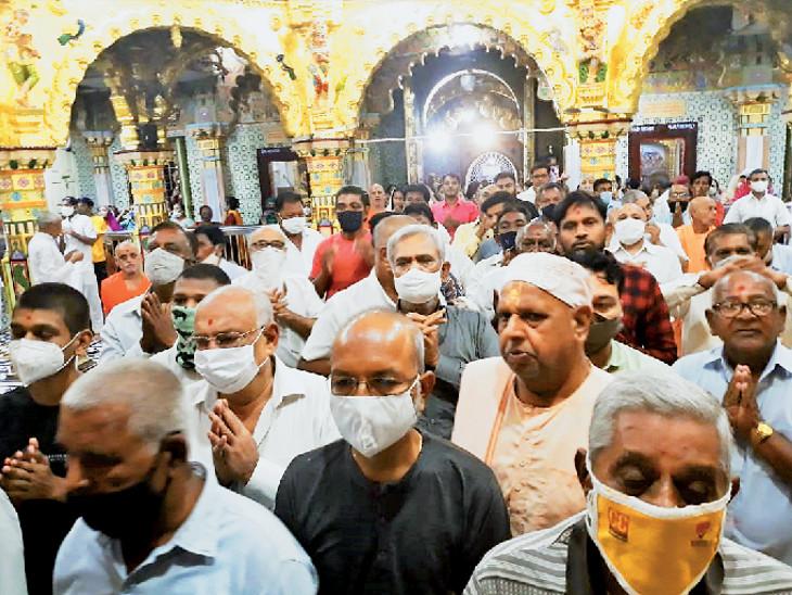 ડાકોર મંદિરમાં ભક્તોની ભીડ - Divya Bhaskar