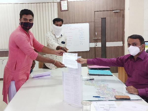 લીંબડી લવજેહાદ્દ અને ધર્માંતરણના વિરૂદ્ધમાં એએચપી અને બજરંગદળના કાર્યકરોએ આવેદનપત્ર આપ્યુંહતુ. - Divya Bhaskar