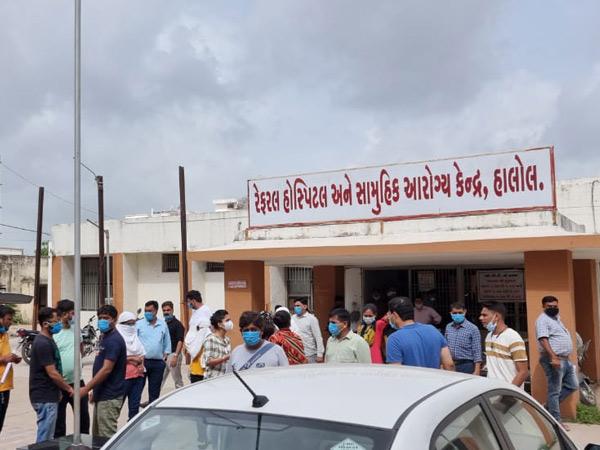 રિશોર્ટમાંથી પકકડાયેલા આરોપીઓને રેફરલ હોસ્પિટલ ખાતે લઈ જવામાં આવ્યા હતા. - Divya Bhaskar