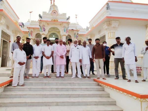 કાઠી સમાજનાં ઈષ્ટ દેવના નવા સુરજદેવળ મંદિરે દર્શન માટે આવેલા પાણી પુરવઠા અને જિલ્લાના પ્રભારી મંત્રી. - Divya Bhaskar