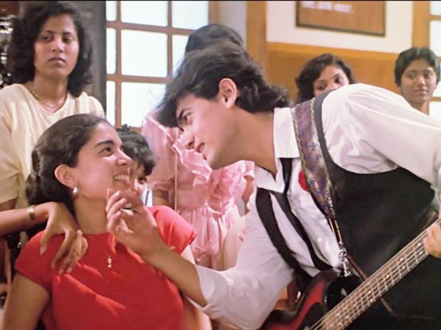 'કયામત સે કયામત તક' ફિલ્મમાં 'પાપા કહેતે હૈ' સોંગમાં રીના સાથે આમિર ખાન