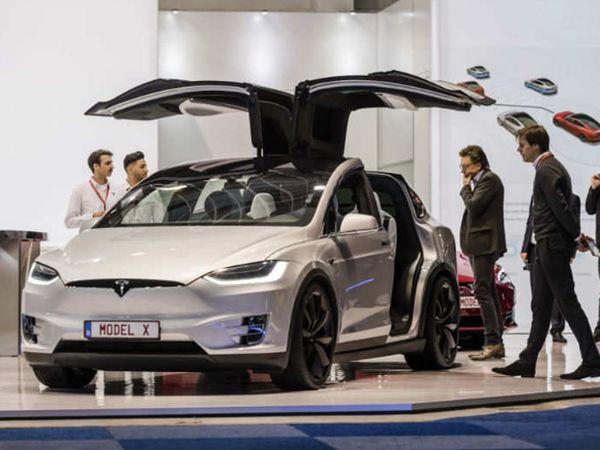 વિશ્વભરમાં કંપનીએ 2 લાખથી વધુ ગાડીઓ વેચી, CEO મસ્કે કહ્યું - પડકારરૂપ પરિસ્થિતિઓની વચ્ચે ટીમે બહુ સરસ કામ કર્યું|ઓટોમોબાઈલ,Automobile - Divya Bhaskar