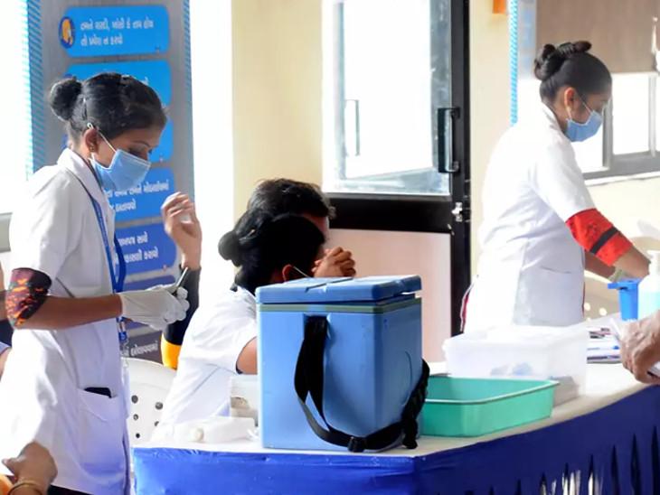 એક જ દિવસમાં વેક્સિનેશનમાં 12000નો ઘટાડો, રજાના દિવસે 31290 લોકોએ વેક્સિન મેળવી|સુરત,Surat - Divya Bhaskar