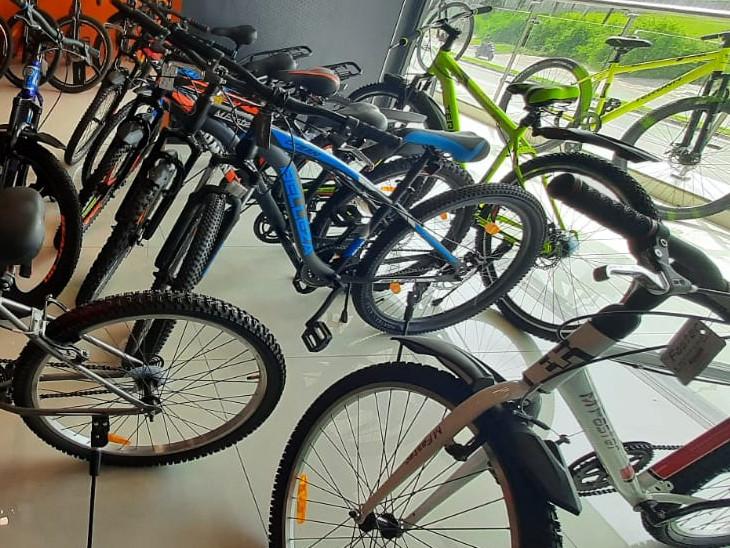 વડોદરા શહેરમાં 5 હજાર રૂપિયાથી લઇને 20 હજાર સુધીની ફેન્સી હાઇબ્રિડ સાઇકલ વેચાય છે